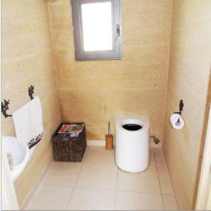 Trockentoilette ECODOMEO Anwendungsbeispiel in einem Haus