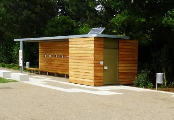"""Barrierefreie Toilette mit Unterstand, """"Westzipfel"""" Gemeinde Selfkant - Aussenansicht"""