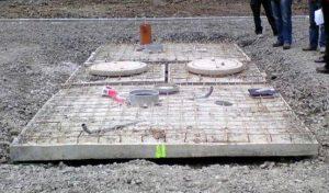 Barrierefreie Toilettenanlage mit handwaschbecken im Nationalpark Eifel - 2 GOLDGRUBEN + 2 Zisternen mit aufgelegten, teilbetonierten Bodenplatten