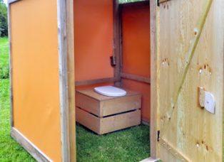 Komkposttoilette barrierefrei. Innenansicht.