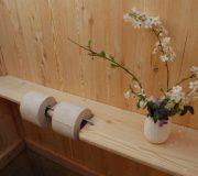 Detail Bio-Toilette WIESE - Ablagebrett und Toilettenpapierspender