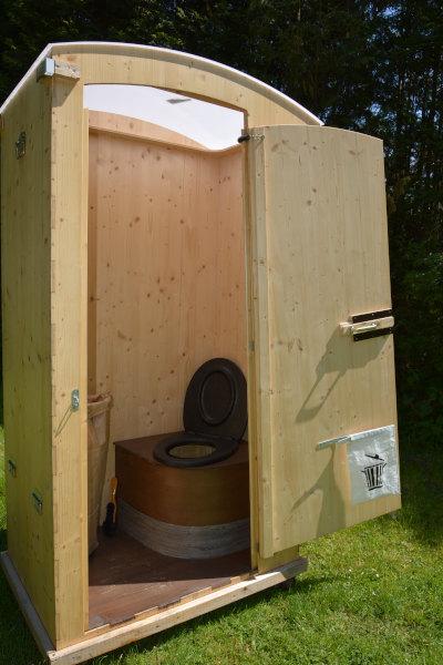 Gartentoilette aus Holz - Modell HEIDE - Sitzecke mit Thermositz