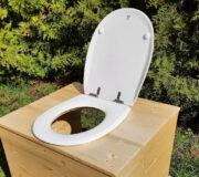 Innentoilette - Komposttoilette Die große Kleine, mit 80 Liter Fass und OLFA Toilettensitz offen