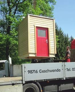 Installation Goldgrube - das fertige Toilettenhaus (hier LÄRCHE-M) wird geliefert