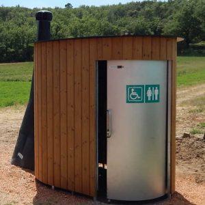 öffentliche Toilette wasserlos. Trockentoilette KAZUBA