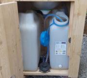 nowato Kinderhandwaschbecken - Höhe 65 cm - mit 2 x 20L-Wasserkanister