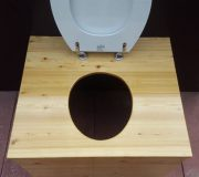 Komposttoilette 'Die große Kleine' mit 80L-Behälter - Ansicht von oben, offene Brille