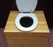 Komposttoilette 'Die große Kleine' mit 80L-Behälter - Ansicht von oben, offener Deckel