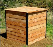 Komposter Douglasie: rosa-orangene Töne, geschlieffenes Holz