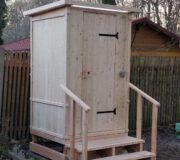 Komposttoilette WIESE aus Lärche mit Sondermaßen H220 x B140 x Tiefe120 cm und Handlauf