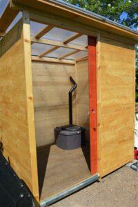 Komposttoilette Wald barrierefrei mit Biolan. Blick nach Innen