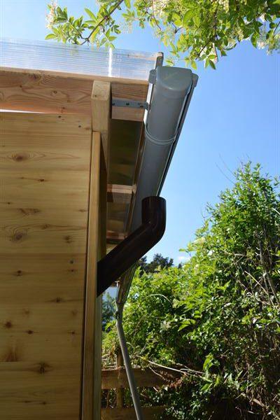 Komposttoilette Wald barrierefrei mit Biolan. Regenrinne hinten