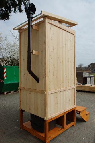 Komposttoilette 'Wiese' mit Biolan aus Laerche unbehandelt · Ansicht von hinten, Wartungsklappe