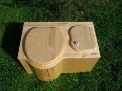 Komposttoilette 'Der Schmetterling' · aus Fichte, lackiert · Sitz links