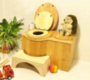 Zubehör für Innentoiletten, um die Nutzung der Komposttoiletten für Kinder zu vereinfachen. Toilettenhocker, Kindersitz aus Holz.