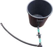 Tankdurchführung mit schraubverschluss - Sicht von Aussen - Mit hahn und Schläuche