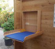 Optionaler Wickeltisch, klappbar. Für barrierefreie Toilette