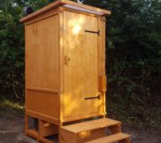 Toilette WIESE Sondermaße Fichte lasiert mit Biolan eco - Aussenansicht