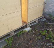 Komposttoilette Modell 'Wald'. Hinterseite.