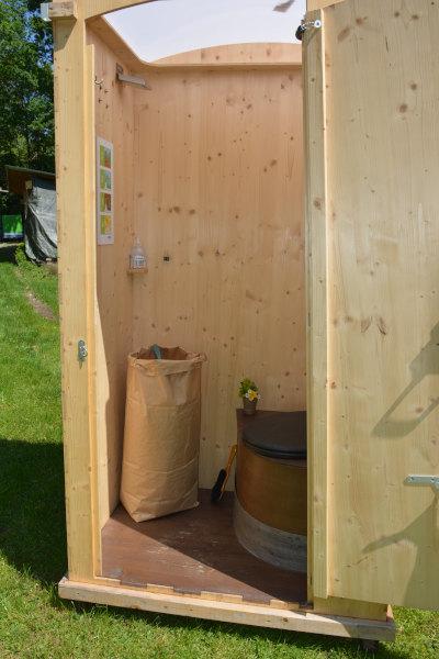 Toilettenhäuschen Komposttoilette HEIDE von nowato, Tasche mit Einstreu