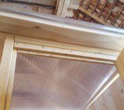 Toilettenhaeuschen Wald: Dach aus Doppelstegplatten mit Holzrahmen