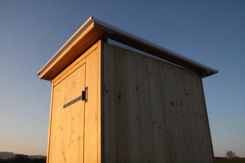 Komposttoilette aus Lärchenholz. [Galerie Wald standard Biolan]