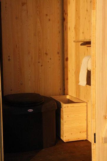 Komposttoilette Wald-kompakt aus Lärche mit Toilettensystem Biolan eco