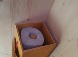 Toilettenpapierspender aus Multiplex, 5 Rollen, Öffnung zum Nachfüllen oben