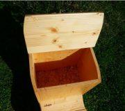 Komposttoilette 'Die Schnecke', lackiert