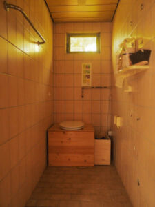 nowato - kleiner Vortrag über Komposttoiletten - Verein Wiesbaden - Raum mit Toilette 1