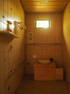 nowato - kleiner Vortrag über Komposttoiletten - Verein Wiesbaden - Raum mit Toilette 2