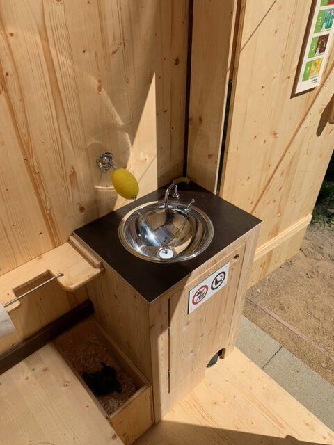 WIESE Sondermaße mit Handwaschbecken in der Kabine - Innenansicht von oben