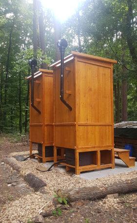 Waldkindergarten - Komposttoilette WIESE mit Biolan - Belüftungsrohr mit optionalem Windventilator