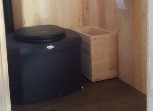 Komposttoilette Wald mit Biolan Innenansicht