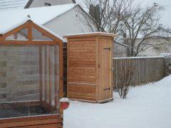 nowato - Komposttoilette 'Wiese' im Schnee