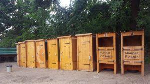 nowato Vermietung von Komposttoiletten und von Pissoirs aus Holz für Festivals