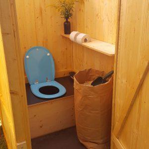 nowato Toilettenvermietung. Vermietung von Komposttoiletten aus Holz.