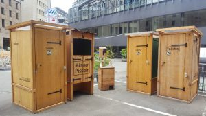 nowato Vermietung von Komposttoiletten aus Holz. Vermietung von Pissoirs aus Holz und Handwaschbecken. Einstreutoiletten