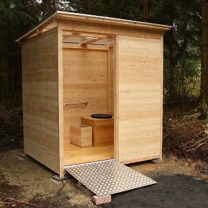 nowato barrierefreie Komposttoilette - Toilettehaeuschen WALD aus Laerche 80L