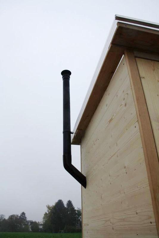 nowato Komposttoilette Modell Wald aus Fichte. Detail Belüftungsrohr. Komposttoilette mit Toilettensystem Biolan eco