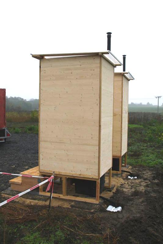nowato Komposttoilette Modell Wald aus Fichte. Wartungsklappe und Sickerwasserkanister. Komposttoilette mit Toilettensystem Biolan eco