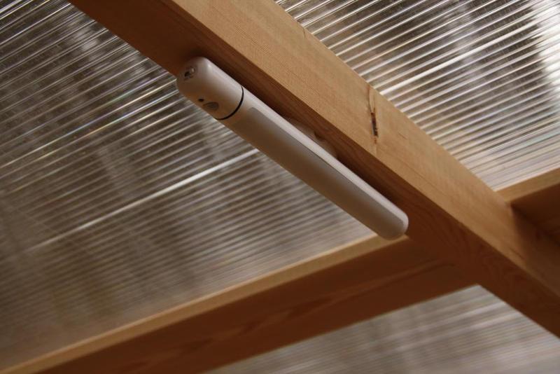 nowato barrierefreie Komposttoilette Modell Wald 80L. Detail optionale LED-Lampe mit Bewegungsmelder